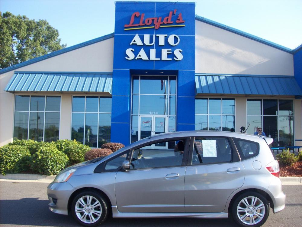2009 SILVER Honda Fit Sport 5-Speed MT (JHMGE87449S) with an 1.5L L4 SOHC 16V engine, 5-Speed Manual transmission, located at 1814 Albert Pike Road, Hot Springs, AR, 71913, (501) 623-1717, 34.494591, -93.094971 - Photo #0
