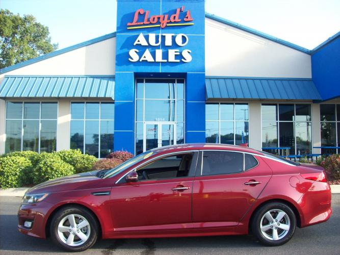 2015 MAROON /Tan / Cloth Kia Optima LX (5XXGM4A74FG) with an 2.4L L4 DOHC 16V engine, 6-Speed Automatic transmission, located at 1814 Albert Pike Road, Hot Springs, AR, 71913, (501) 623-1717, 34.494591, -93.094971 - Photo #0