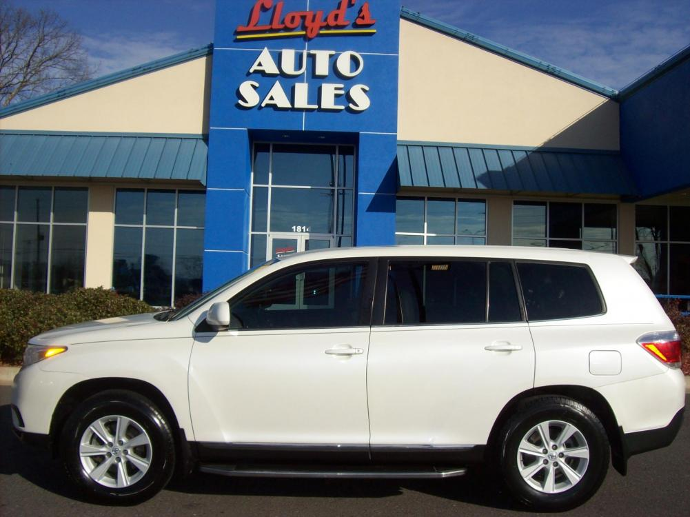 2013 WHITE /Gray / Leather Toyota Highlander Base 2WD I4 (5TDZA3EH5DS) with an 2.7L L4 DOHC 16V engine, 5-Speed Automatic transmission, located at 1814 Albert Pike Road, Hot Springs, AR, 71913, (501) 623-1717, 34.494591, -93.094971 - Photo #0