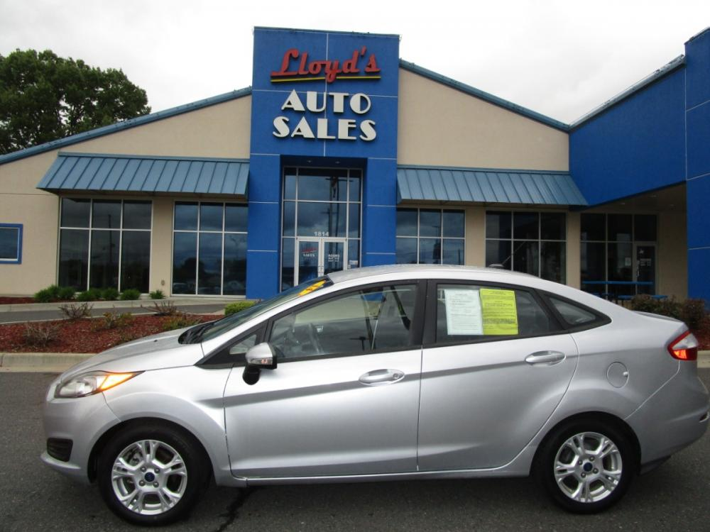 2014 SILVER /Gray/Cloth Ford Fiesta SE Sedan (3FADP4BJ4EM) with an 1.6L L4 DOHC 16V engine, located at 1814 Albert Pike Road, Hot Springs, AR, 71913, (501) 623-1717, 34.494591, -93.094971 - Photo #0