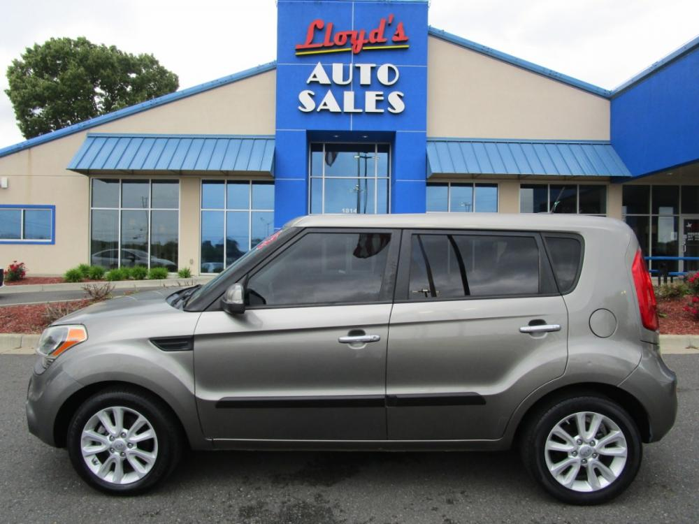 2013 Grey /Black / Cloth Kia Soul ! (KNDJT2A65D7) with an 2.0L L4 DOHC 16V engine, located at 1814 Albert Pike Road, Hot Springs, AR, 71913, (501) 623-1717, 34.494591, -93.094971 - Photo #0